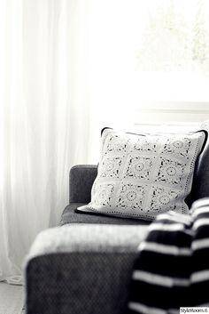 olohuone,sohva,sohvatyynyt,harmaa,valkoinen