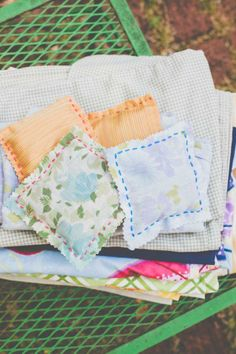 Upgrade from dryer sheets to these totally country-chic lavender #sachets! #DIY