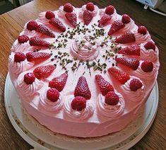 Erdbeertorte mit zarter Joghurtcreme 7 Strawberry cake with delicate yoghurt cream 7 Strawberry Cakes, Strawberry Recipes, Pie Recipes, Cookie Recipes, Cheesecake Recipes, Flaky Pastry, Food Cakes, No Bake Cake, 7 Cake