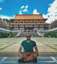Momento de agradecer e pedir proteção. Nesse ano tenho a meta de meditar e me conhecer mais mental e espiritualmente. Então vim aqui no Templo Zu Lai para que a experiência de começar o ano bem seja agradecida e concretizada. #gratidao #ceulindo