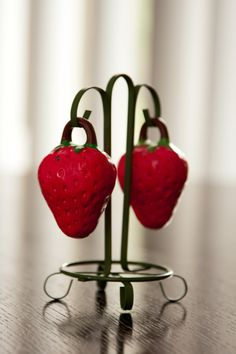 Vintage Strawberry Salt and Pepper Shakers by thecraftychickadee, $20.00