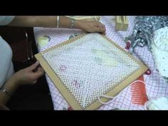 Chal (chal) o punta tejida en telar triangular co / Card Weaving, Tablet Weaving, Loom Weaving, Circle Loom, Kit Bebe, Loom Knitting, Create Yourself, Youtube, Videos