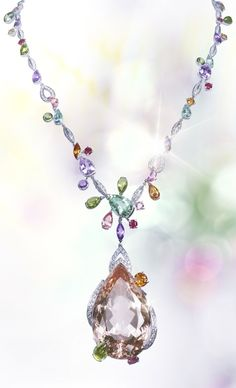 Beauty Comes In All Shapes, Sizes, And Colors. Cartier Necklece. #jewelry