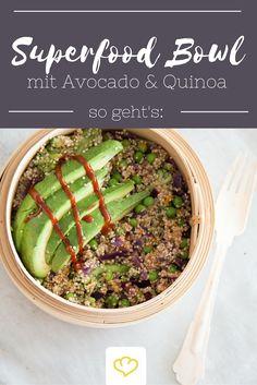 Mehr Superfood in einer Mahlzeit geht nicht! Zarter Quinoa macht lange satt und versorgt dich mit jeder Menge Proteine. Buntes Gemüse steuert viele gute Vitamine bei. Und die gesunden Fette der Avocado darfst du dir in dieser fantastischen Buddha Bowl auch nicht entgehen lassen.