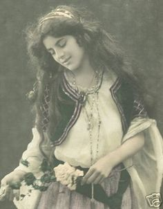 gypsy Gypsy Girls, Gypsy Women, Vintage Gypsy, Vintage Beauty, Foto Vintage, Gypsy Life, Gypsy Soul, Old Pictures, Old Photos