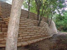 Building a Concrete Bag Garden Wall — Info You Should Know Concrete Bags, Concrete Projects, Backyard Projects, Outdoor Projects, Garden Projects, Diy Concrete, Concrete Planters, Concrete Retaining Walls, Gabion Wall