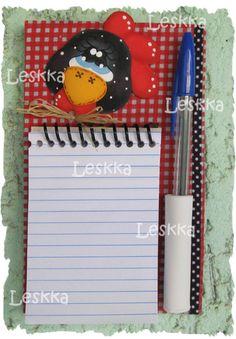 bloco de geladeira com caderneta e caneta da galinha d'angola R$12,00