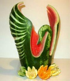 Risultati immagini per esculturas frutas e legumes takashi itoh Fruit Sculptures, Food Sculpture, Veggie Art, Fruit And Vegetable Carving, Veggie Food, Amazing Food Art, Incredible Edibles, Watermelon Art, Watermelon Carving