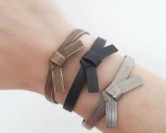 The perfect steel bracelet for all martial arts fans. With this belt on your wrist you can show your love for judo, jiu jitsu, karate, aikido, taekwondo, MMA or BJJ or any other martial art with belt. Width is 5.9 cm. The material exist of stainless steel mixed with 30-40% bronze. Due to the 3D printing process, the exact percentage of bronze is unpredictable. This can cause a color difference in the bracelet, see the second and third pictures. It is also possible to order the bracelet with…