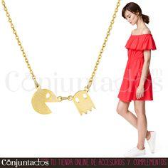 El #collar #Pacman es uno de nuestros accesorios minimalistas que en esta ocasión homenajea a uno de los primeros videojuegos de la historia. ¡Hazte también con los pendientes Pacman o con el anillo! ★ 11'95 € en http://www.conjuntados.com/es/collar-dorado-pacman.html ★ #novedades #necklace #conjuntados #comecocos #joyitas #lowcost #jewelry #bisutería #bijoux #accesorios #complementos #moda #fashion #fashionadicct #picoftheday #outfit #estilo #style #GustosParaTodas #ParaTodosLosGustos