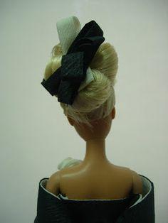 EXPOSICION DE VESTIDOS DE PAPEL Barbie, Sculpture, Statue, Paper Dresses, Zaragoza, Exhibitions, Paper Envelopes, Sculpting, Barbie Dolls