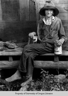 """Elsie Stewart: tomboy on cabin porch by US photographer Doris Ulmann known for her portraits of the people of Appalachia Vintage Pictures, Old Pictures, Old Photos, Vintage Images, Aragon, Appalachian People, Appalachian Mountains, Cabin Porches, Dust Bowl"