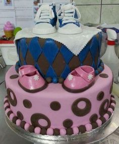 Babyshower reveal cake-- super cute! but i already have mine picked
