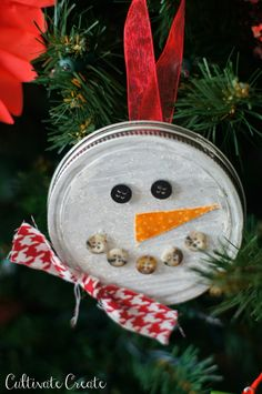 DIY Jar Lid Ornaments or could use can lids if you have a can opener that leaves smooth edges Christmas Crafts For Kids To Make, Felt Christmas Decorations, Diy Christmas Ornaments, Holiday Crafts, Christmas Ideas, Holiday Ideas, Christmas Tree, Homemade Ornaments, How To Make Ornaments