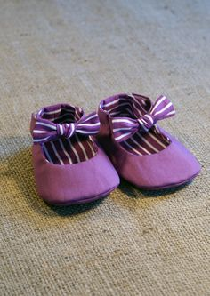 Tuxe Baby Shoes - PDF Pattern - Newborn to 18 months.. $4.50, via Etsy.