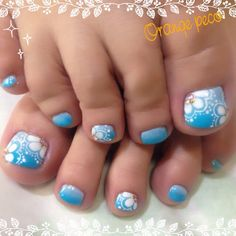 Summer blue toes