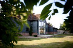 Sheppard's Farm Barn, stylish sleeps 12 with outdoor pool. http://www.suffolkcottageholidays.com/prop/000311/Sheppards-Farm-12-Tunstall