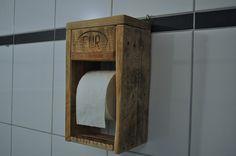 Palettenmöbel+-+Toilettenpapierhalter+von+Woody+Dekor+-+rustikale+Palettenmöbel+und+Wohninterieur+aus+Holz+auf+DaWanda.com Mehr