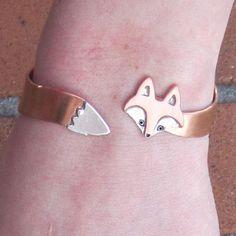 I found 'Wrap Around Fox Bracelet' on Wish, check it out!