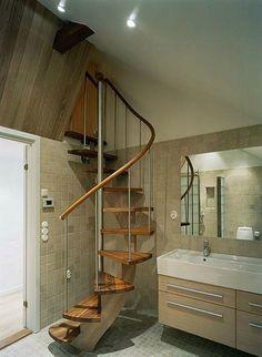 Spiralsvängd trappa med underliggande vangstycke /SP14 - Trapptradition AB. Tillverkare av exklusiva trätrappor inomhus. Spiraltrappa, spiraltrappor, ektrappa, svängda trappor, böjlimmade trappor.