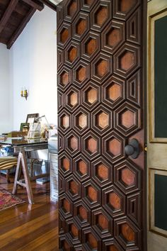 A collection of latest front door designs from modern houses. Offbeat ideas to design your wooden main /entrance doors with carved inlay from India, Bali & Sri lanka. Main Door Design, Front Door Design, Diy Interior, Interior Design, Interior Doors, Lobby Interior, Porte Diy, Apartment Door, Apartment Design