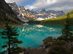 Moraine Lake and the Valley of ten Peaks, Banff National Park .Alberta, CA Beautiful Nature Pictures, Nature Photos, Pretty Pictures, Beautiful World, Amazing Pictures, Beautiful Scenery, Banff National Park Canada, National Parks, Valley Of Ten Peaks