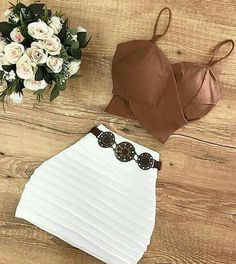 Top court marron et mini jupe blanche - Cute Summer Outfits, Cute Casual Outfits, Sexy Outfits, Pretty Outfits, Stylish Outfits, Teen Fashion Outfits, Womens Fashion, Teenager Outfits, Kind Mode