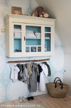 Love the idea of hanging clothes under a cabinet. April and May: bedroom Closet Alternatives, Ideas Dormitorios, Home Decoracion, Kid Spaces, Boy Room, Girls Bedroom, Baby Bedroom, Room Inspiration, Sweet Home