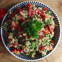 Tabouleh m. Quinoa, Snack Recipes, Snacks, Frisk, Guacamole, Cobb Salad, Meal Planning, Salsa, Hummus