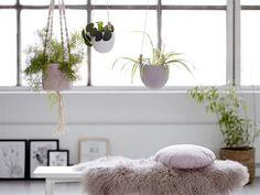 dei hängenden Pflanztöpfe und Blumenampeln von Bloomingville sorgen für üppige Pflanzenpracht bei Ihnen zu hause. Eine Auswahl davon findest Du auf www.erkmann.de