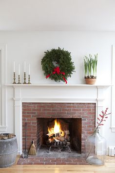 Beautiful, simple Christmas mantle