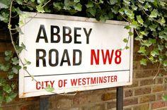 18 FREE THINGS TO DO IN LONDON www.HostelRocket.com Abbey Road Sign
