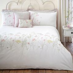 Our Natural Botanical Gardens Bedding is a wonderful way to bring a touch of nature into your home. #vintage #shabbychic