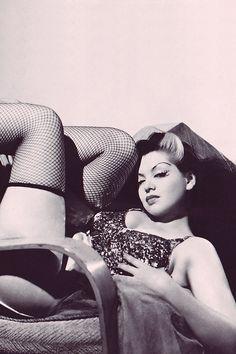Burlesque dancer Zorita, 1940s