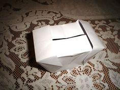 Olá! Hoje trago um modelo de caixa muito legal! É a Gift Box, ou Caixa de Presente, que tem mais de um jeito de ser fechada. Abaixo, dois ...