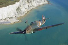 Hawker Hurricane MK XII over the cliffs of Dover (real photo no CGI) Ww2 Aircraft, Fighter Aircraft, Fighter Jets, Military Jets, Military Aircraft, White Cliffs Of Dover, Airplane Fighter, Hawker Hurricane, Supermarine Spitfire