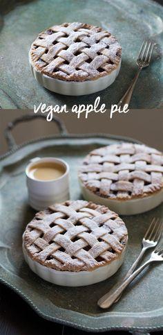 8 ingredient vegan apple pie - delicious shortcrust pastry case hide lots of fragrant apple, raisin and cinnamon filling. Vegan Pie, Vegan Foods, Vegan Recipes, Desserts Végétaliens, Fall Dessert Recipes, Apple Desserts, Vegan Pastries, Cocina Natural, Vegan Treats