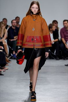 Proenza Schouler Spring 2017 Ready-to-Wear Fashion Show - Roos Abels - structure coat Ivy Fashion, Catwalk Fashion, Fashion 2017, Spring Fashion, Fashion Show, Fashion Design, Fashion Trends, Fashion Ideas, Thing 1