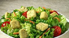 Keine Zeit für eine Diät? Dann planen Sie einmal in der Woche einen Schlank-Tag ein. So nehmen Sie locker 2 Pfund pro Tag ab. Wir zeigen Ihnen, wie es geht. Für alle Diäten wichtig: viel trinken (mindestens 2 Liter Wasser und/oder Kräutertee)! Kraut, Cobb Salad, Low Carb, Fit, Slim, Water, Drinking, Losing Weight, Health