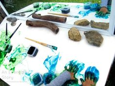 Open-ended Reggio inspired art activities for preschoolers - gooey glitter paint from An Everyday Story