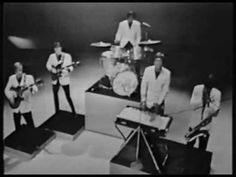 For a very brief time in it seemed that the biggest challenger to the Beatles' phenomenon was the Dave Clark Five. From the Tottenham area of London, t. 60s Music, Music Songs, Music Videos, Kinds Of Music, Music Love, The Dave Clark Five, 60s Rock, The Ed Sullivan Show, British Invasion
