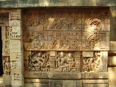 Temple de Parashurameshvara, première moitié du VIIe siècle, Bhubaneshvar (Orissa) :  détails de deux niches sculptées de la face sud du mandapa représentant deux formes secondaires de Shiva (Ardhanarishvara dansant ; Shiva et sa parèdre Parvati)