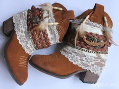 "DIY bohemian boots - ""Add a Little Flair to Old Boots"" Bohemian Boots, Boho Gypsy, Hippie Boho, Gypsy Boots, Boho Shoes, Gypsy Chic, Old Boots, Shoe Boots, Black Boots"