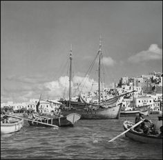 GREECE. Harbor of Naxos. 1937. Vintage Pictures, Old Pictures, Old Photos, Greece Photography, Modern Photography, Herbert List, Greece History, Greece Pictures, The Old Days