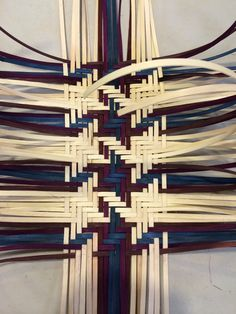 I spent my Friday at the Central PA Basket Weavers Guild Odyssey 2014 weaving a 3 by 3 twill plaid tote basket. The basket features two . Flax Weaving, Bamboo Weaving, Paper Weaving, Weaving Designs, Weaving Projects, Basket Weaving Patterns, Making Baskets, Bamboo Crafts, Maori Art