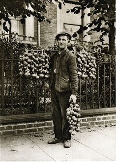 London in the 1920's - A Breton onion seller. Onion Johnnies are Breton farmers and agricultural labourers.
