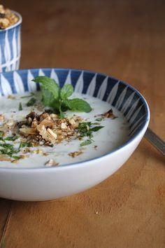 Persische Joghurt-Gurken-Suppe