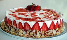 COOKANDFEED : τούρτα με φράουλες και λευκή σοκολάτα/ Strawberry and White Chocolate Torte