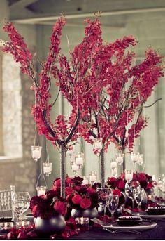 Decoración en burdeos banquete de bodas. www.egovolo.com