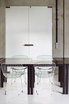 This minimal apartment slash conference room is located in the heart of Warsaw and designed by Polish designers Maciej Kurkowski & Maciej Sutuła.